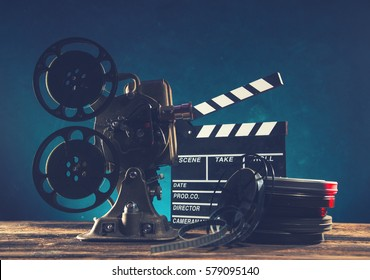 Proyector de películas de estilo antiguo, naturaleza muerta, primer plano.