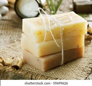 Jabón hecho a mano en primer plano. Productos de Spa