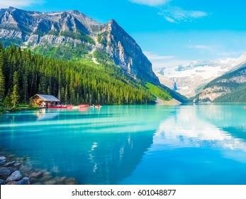 Hermosa naturaleza del lago Louise en el Parque Nacional Banff, Canadá