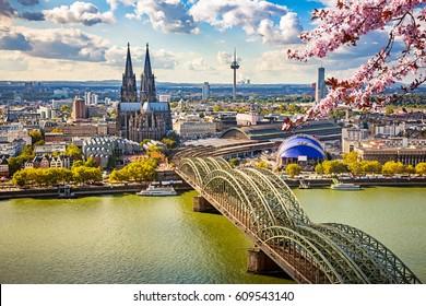 Vista aérea de Colonia en primavera, Alemania