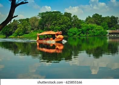 Drachenboot im Jambore, Jakarta, Indonesien