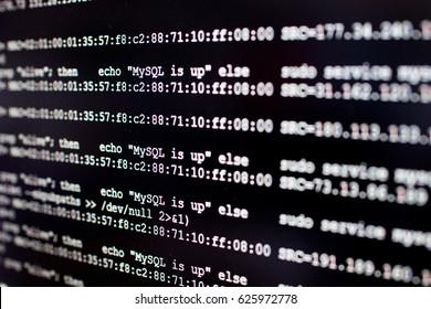 Linuxサーバーからのシステムログで、sshプロンプトにmysqlcronjobが表示されます