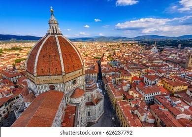 フィレンツェドゥオーモ。イタリア、フィレンツェのサンタマリアデルフィオーレ大聖堂(花の聖マリア大聖堂)。フィレンツェドゥオーモはフィレンツェの主要なランドマークの1つです