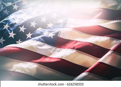 Amerikanische Flagge weht im Wind.