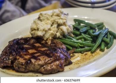 Image floue du steak de New York dans le filtre de style art