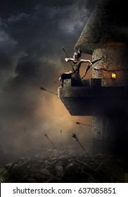 Ein Kriegermädchen in einem typischen alten javanischen Krieg unter Verwendung eines Pfeils über einem Bogenschützenturm mit einer rauchigen Nachthintergrund
