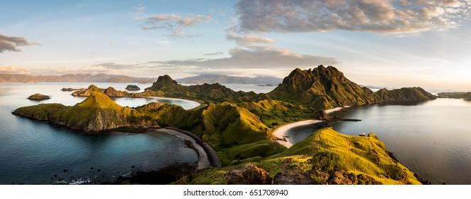 Landschaftsansicht von der Spitze der Padar-Insel in Komodo-Inseln, Flores, Indonesien.