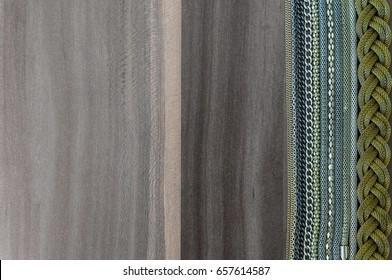 Reihen verschiedener Ketten auf hölzernem Hintergrund