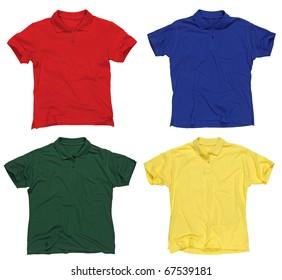 Foto von vier leeren Poloshirts, rot, blau, grün und gelb. Beschneidungspfade enthalten. Bereit für Ihr Design oder Logo.