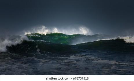 grandes olas con un clima tormentoso