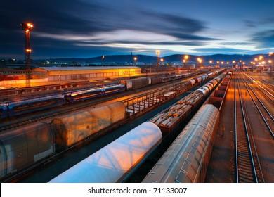 電車のある貨物駅