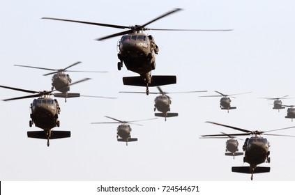 Formación de helicópteros militares