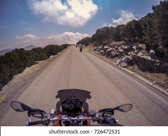 POV een motorfiets op de weg bevrijden