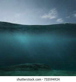 コピースペースを持つ空の水中背景