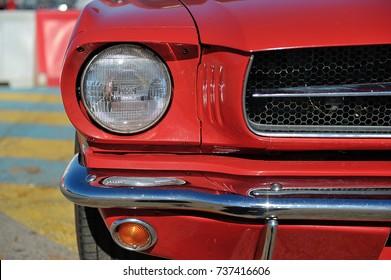 Ford Mustang. Amerikaanse auto. Koplamp detail