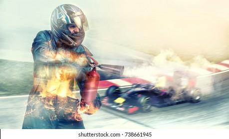 Kart überquert die Ziellinie Rennfahrer, Feuer. Feuerlöscher
