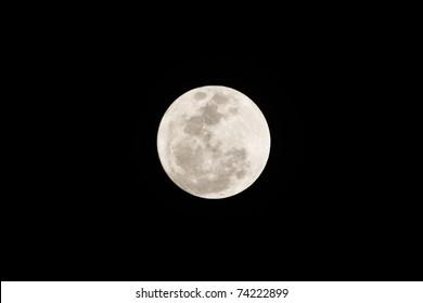 スーパームーン ; 2011年3月19日は、タイのバンコクから撮影された、世界で最も月に近い日です。