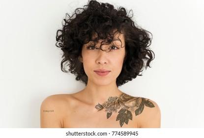 tattoed女性の肖像画