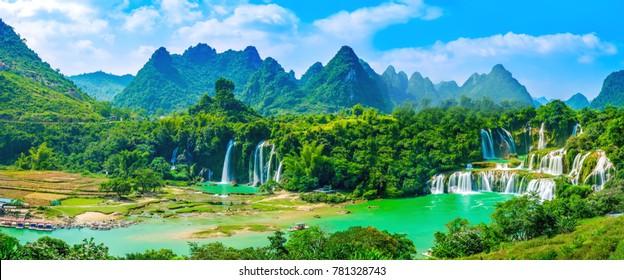 Wasserfall der Landschaftslandschaft