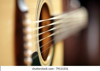 被写界深度が非常に浅い抽象的なアコースティックギター