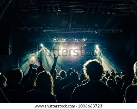 People heads silhouettes attending a gig Royalty-Free Stock Photo #1006663723