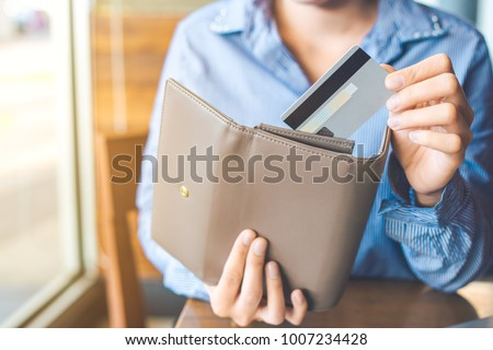 Women's hand Using a credit card, she pulled the card out of her wallet. Royalty-Free Stock Photo #1007234428