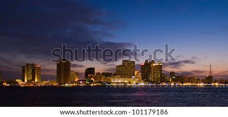 The NEW ORLEANS, LOUISIANA, USA city skyline