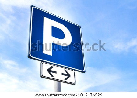 Parking sign showing free places