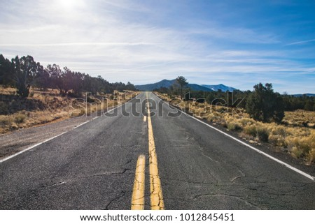 Picture of an empty county road in the desert in Arizona, USA