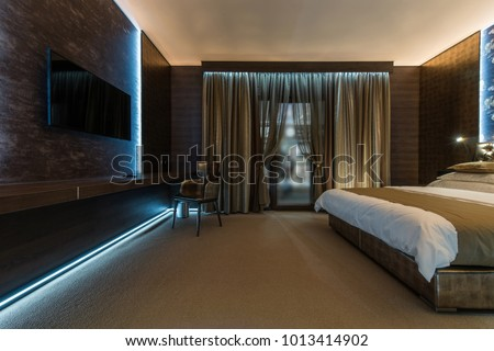 Specious apartment ine+terior, bedroom wizh double bed #1013414902