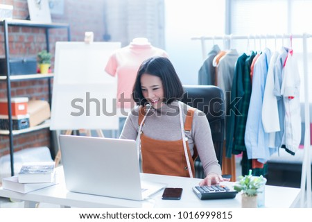 Online sales are answering customers' questions through their laptops, doing business in her home. She was pushing the calculator.