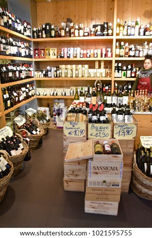 Florence/Italy - March 27 2017: Wine shop at the Central market #1021595755