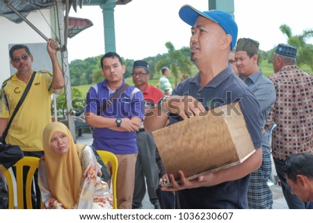 Muadzam Shah, Malaysia - March 1st, 2018: Instructor cutting wood that has a hive of honeycomb for topping installation in Honey Production & Stingless Honey Marketing Management #1036230607