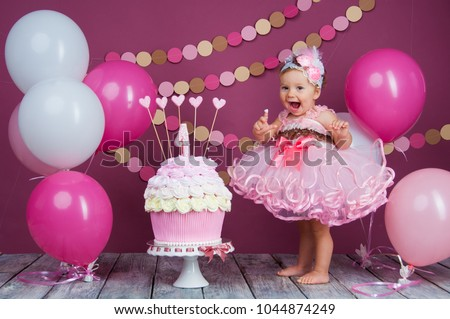 The little girl's birthday girl was smeared into a cake. The first cake. The use of the first cake. Smash cake. #1044874249