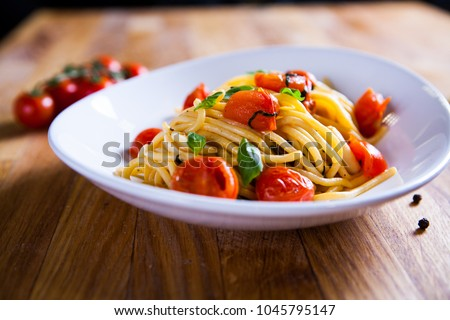 Fresh pasta with garlic Cherry Tomatoes and basil. Deliciosu  Pasta Plate. Raw vegan pasta. Spaghetti. Italian food. Italy. Roma. Fine dining. Healthy food. Fresca Pasta. Vegetarian #1045795147