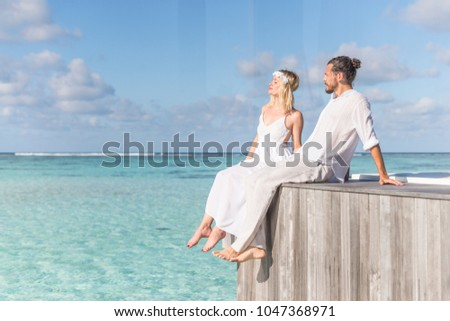 Lovers on the edge of the earth #1047368971