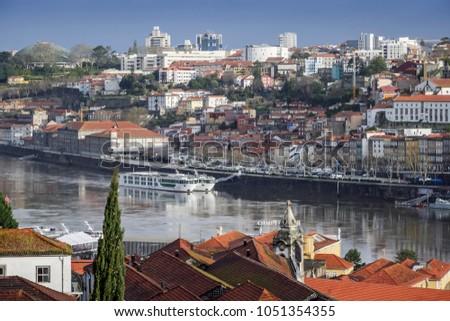 Die Altstadt von Porto, Portugal #1051354355
