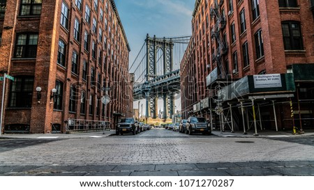 Manhattan Bridge through the eyes of Brooklyn Royalty-Free Stock Photo #1071270287