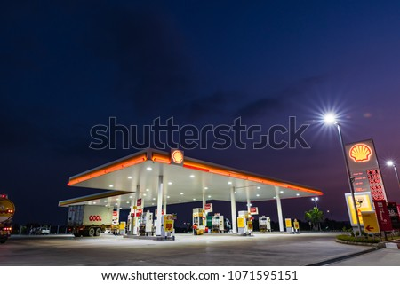 Si Racha, Chonburi /Thailand - April 18, 2018: Shell gas station blue sky background during sunset. Royal Dutch Shell sold its Australian Shell retail operations to Dutch company Vitol in 2014 #1071595151