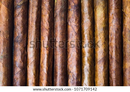 Cuban cigars background tobacco pattern flat lay Royalty-Free Stock Photo #1071709142