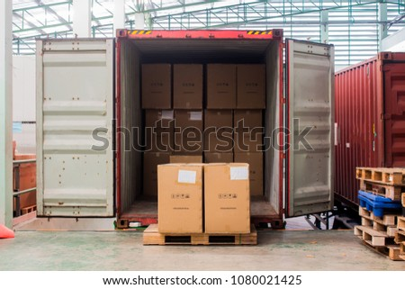 The cartons with loading out of container #1080021425