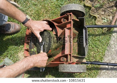 Correcting the lawn mower knife #10815631