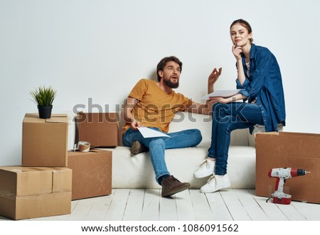 moving a young couple to a new apartment                              #1086091562