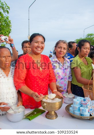 KO SAMUI, THAILAND - AUGUST 3 Unidentified people give food offerings to monks in The Buddhist Lent Day on August 3,2012 Samui island,Thailand #109233524