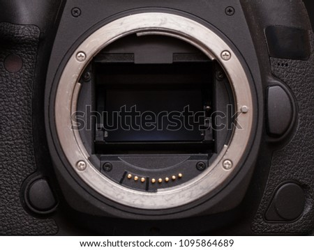 mirror system of a modern DSLR #1095864689