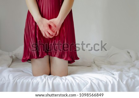 Women wear red skirt Use the hand to scratch the vagina.Genital itching caused by fungus in underwear.Do not focus on objects. #1098566849