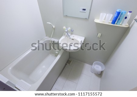 clean bath room #1117155572