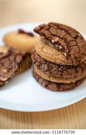 Chocolate and vanilla cookies #1118776730