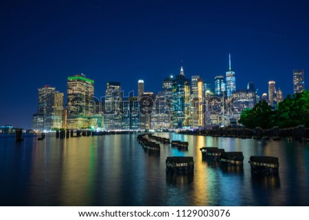 a beautiful picture of Manhattan at night, bright and beautiful