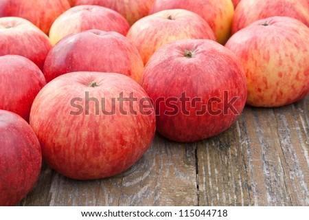 fresh apples/apples/fruits #115044718